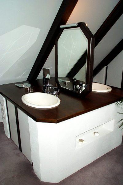 Waschplatz beidseitig mit Vollholzplatte