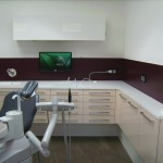 Behandlungszimmer in Lack und LG-Himacs