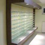 Optiker Warenpräsenter in Wenge mit Panel und Steckglasböden