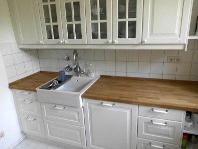 Küche klassisch mit Rahmenfüllungstüren und Kasetten