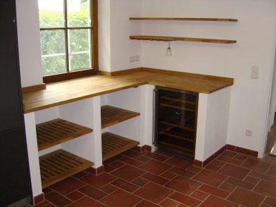 Küche rustikal mit Weinkühler