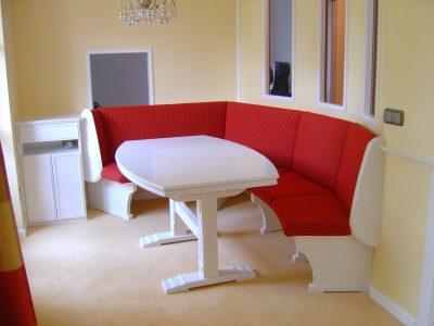 Eßzimmer in Schleiflack matt weiß mit Tisch