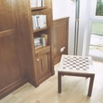Tischchen mit Intarsie für Schachspiel