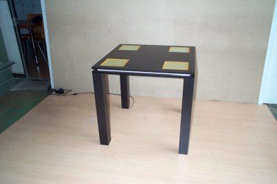 Leuchttisch mit 4 Feldern und Lichtfuge umlaufend