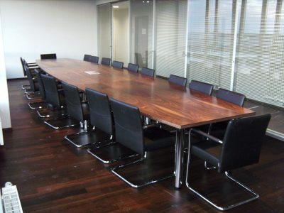 Konferenztisch in Palisander furniert