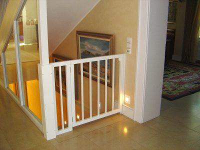 Treppenhausabtrennung mit ESG Glasfüllung und Kindersicherungsgitter
