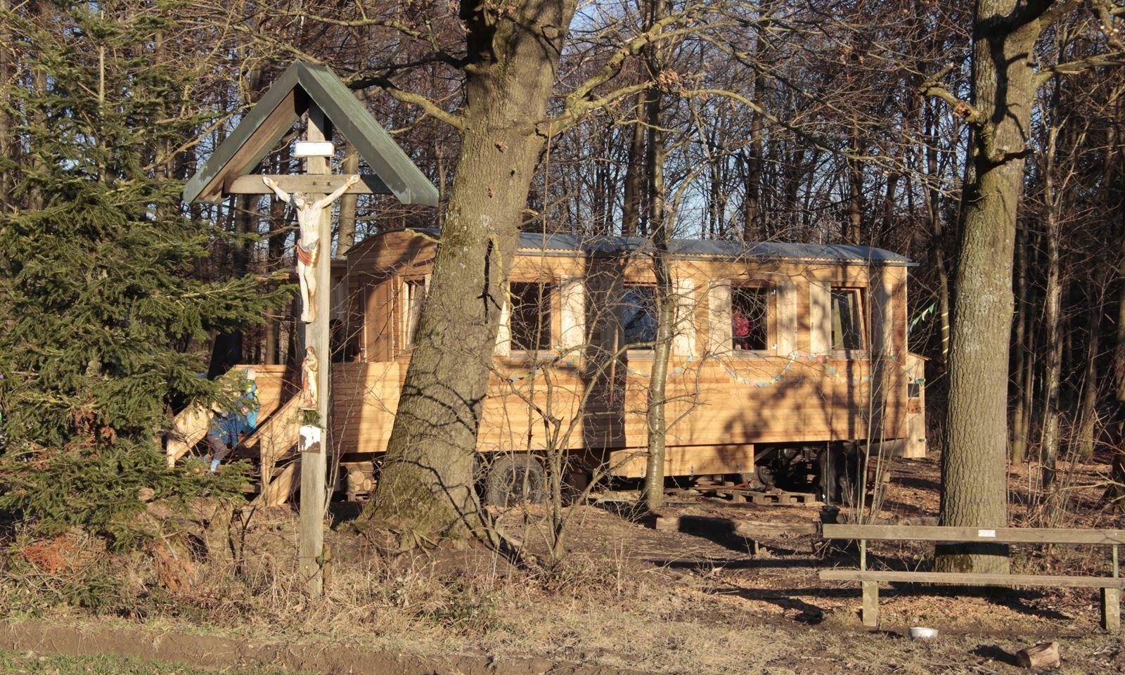 Bauwagen und Vorbau mit Holzverkleidung